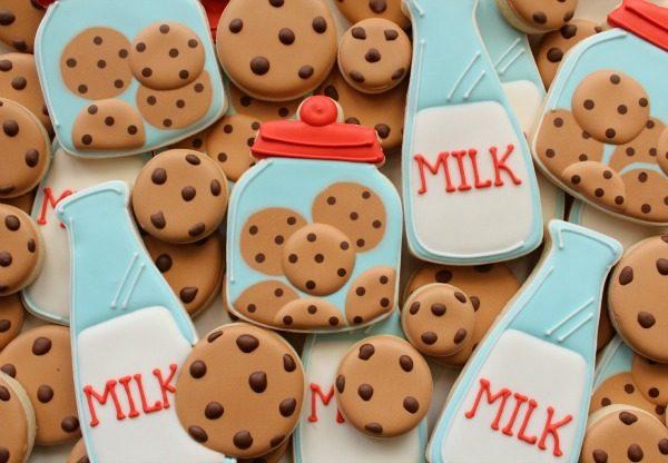 Cookies-and-Milk-Cookies-Close-Up